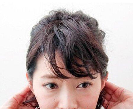 烫的短发头怎么扎好看 短发烫发扎发示范