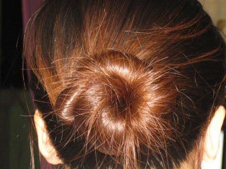 学生只用皮筋怎样盘头发简单好看图解