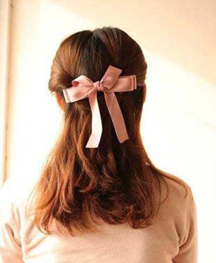 如何扎简单好看发型 简单中发发型扎法