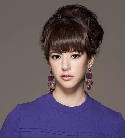 女人大额头的哪种盘发能盖住 简单前额盘发