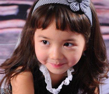 有齐刘海适合怎样的发型 小美女带齐刘海发型