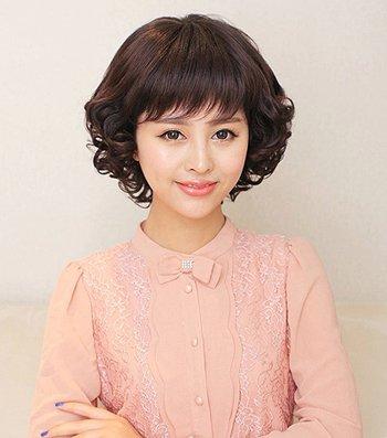 圆脸中年人适合什么发型 中年圆脸女性发型设计