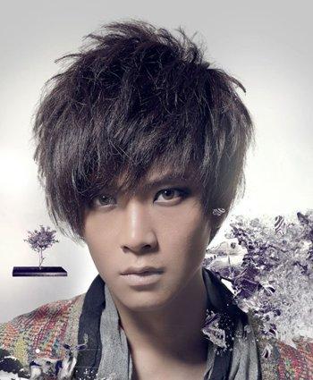 发型热点 > 男发型图片 >   烟花烫是一种蓬松饱满带有动感设计的烫发图片