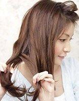 年轻美眉花苞头盘发方法 荷花苞的盘发方法图解