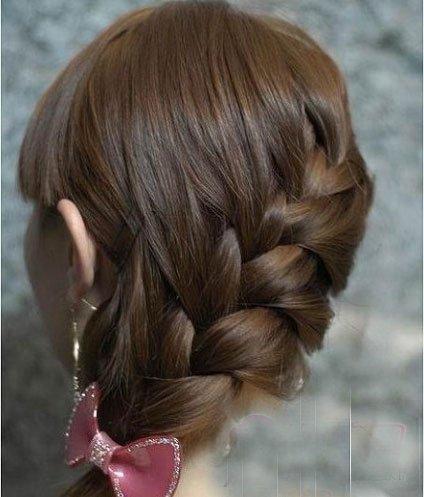 如何编头发蜈蚣辫 女生长头发编蜈蚣辫子图解