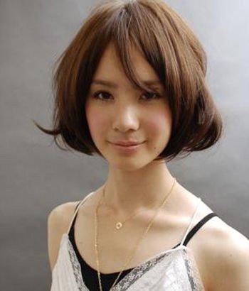 请问长脸剪什么短头发好看 长脸型女性短头发图片