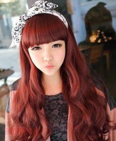 年轻女孩染酒红色头发会不会显老啊 酒红色染发发型图片