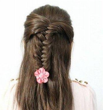 如何编织鱼尾美发 鱼尾辫半扎发发型图解