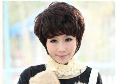 50岁中年妇女圆脸适合什么烫发发型 中年圆脸女性时尚发型设计