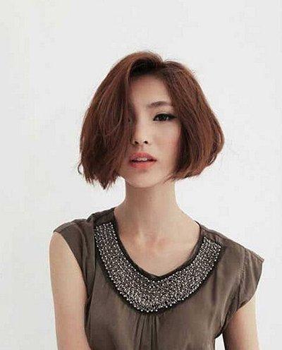 方脸而且头发多适合什么发型 方脸长发厚发适合的发型设计
