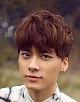 男自然卷发型设计 适合自来卷男生的短发发型图片