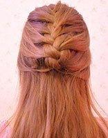 怎样给小女孩编蝎子辫 给小女孩编蝎子辫发型图解
