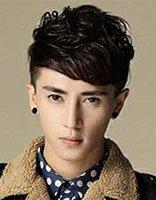 男生瓜子脸适合什么样的发型 头发有点卷的男生时尚发
