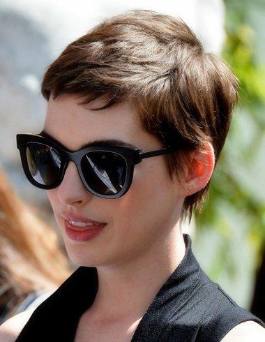 中性短发发型图片 女生短发发型戴眼镜