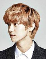男生好看的短发头型的鬓角 男短发宽鬓角图