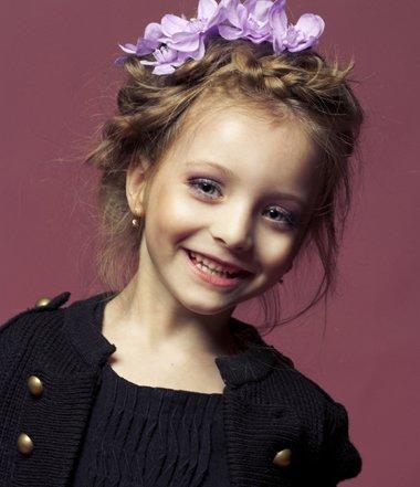 9到11岁小孩怎样扎出刘海麻花辫子 漂亮可爱女孩辫子发型
