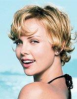 年轻人方形脸而且头发少适合什么发型 适合方脸发量少