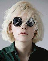 今年流行波波烫发发型 女式波波加纹理烫发型