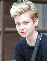 脸大的中学生女生适合什么短发 大脸女学生短发发型