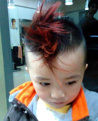 剪宝宝发型步骤