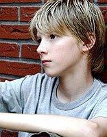 13岁的男生染什么颜色的头发最帅 13岁男生最新染发发