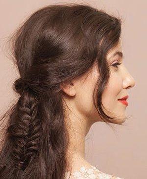 脸很方适合扎什么样的头发 方形脸长发扎头发方法图片