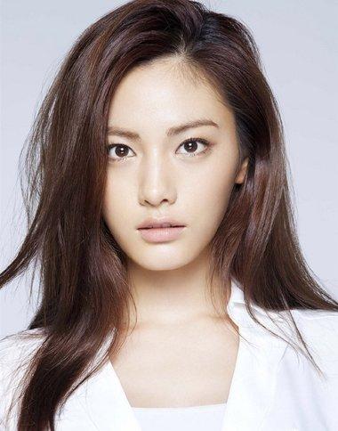 小脸多发量女生怎么做发型好看 白皮肤小脸蛋适合什么发型