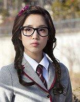 方脸戴眼镜适合什么样的发型 方型脸什么发型好看
