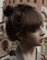 微斜的花苞头打造甜美时尚 2017流行的花苞头发型