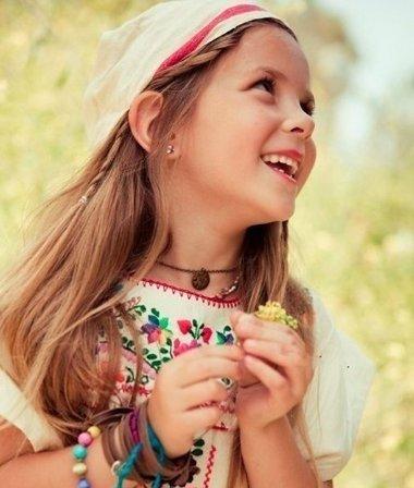 六岁儿童中长直发怎么扎 简单长直发扎发步骤