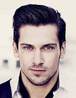 国字脸男生适合什么样的发型 国字脸男生适合的碎发发型