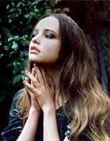 女的烫大卷后头发怎么打理 大卷烫发发型图片