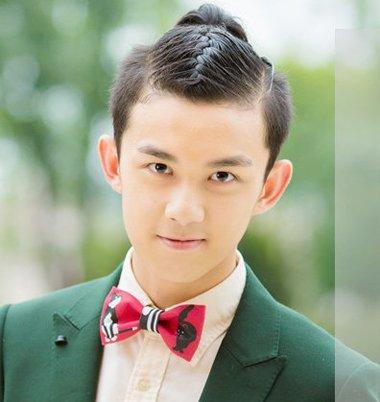男生两边剃了刘海放头顶扎辫发型 男士头顶扎辫子的发型