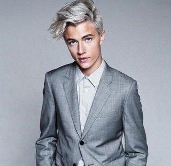 男生银灰色发型图片 男生染发颜色银灰色