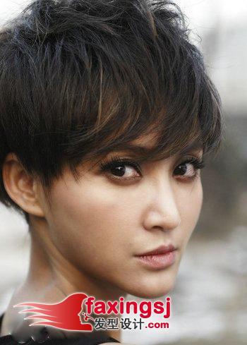 b>女生蓬松感短发烫发发型 /b>图片