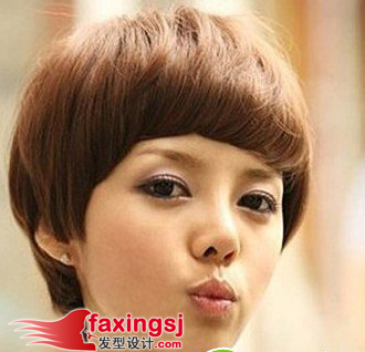 厚重的刘海设计,纹理线路明显的短发 烫发,很能彰显女生帅气的个性图片