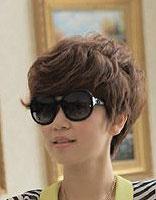 今年最新的厚重刘海纹理短发