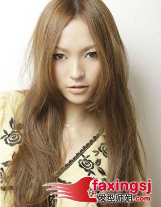 <b>2014年少女流行的低调栗色飘逸长发发型</b>