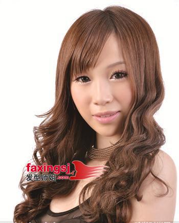 今年最热最流行的长脸烫发 小波浪状长脸发型图片欣赏 5