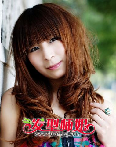 齐刘海内卷中长发-流行今冬的女生齐刘海发型 发型师姐