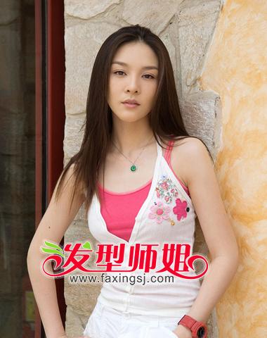 <b>气质中分刘海长直发发型图片欣赏</b>