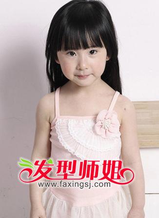 <b>美丽小女孩柔顺长直发发型欣赏</b>