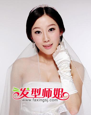 发型设计 盘发 >> 甜美幸福季 新娘最新盘发图片(3)  2013-06-17来源图片