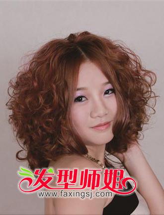 大脸美眉中长发发型设计 垂肩中长发卷发图片(3)图片