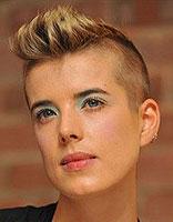 <b>女生也疯狂 莫西干发型比男生还酷</b>