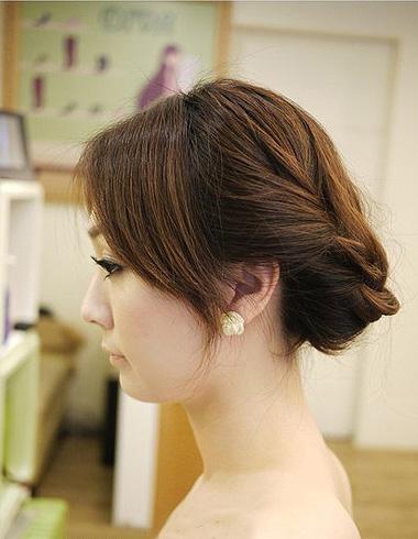 优雅宴会编发发型 时尚简单的宴会编发发型图片