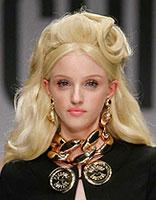 时尚个性芭比风发型 精致小脸显露甜美