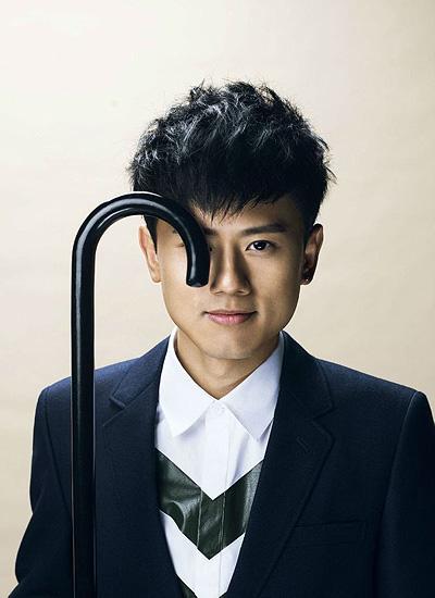 张杰男生短发发型 完美诠释歌手的时尚图片