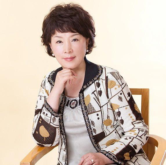 中老年女性知性烫发 优雅成熟韵味不减当年