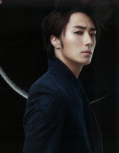 韩国欧巴丁一宇 帅气发型让小眼更迷人